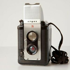 Vintage 1960 ARGUS 75 BROWN 620Film Camera LUMAR 75mm Lens w/ Case