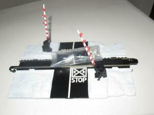 HO TRAINS -BACHMANN EZ TRACK OPERATING CROSSING GATE ACCESSORY- NEW- S7