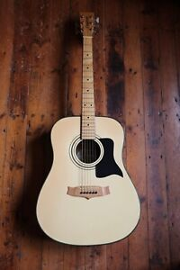Nice Condition Tanglewood Acoustic Guitar (TW-SEAGULL-WH)