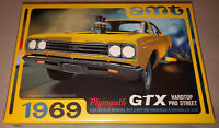 AMT 1969 Plymouth GTX Hardtop Pro Street 1:25 scale model car kit new 1180
