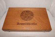 """Holzkassette mit rotem Samt für 12 Koppelschlösser """"Gott-mit-uns"""" + Adler-Motiv"""