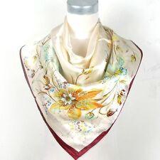 Foulard 90 X 90 cm 100% Soie  Tendance Beige  - Fleur de Lys - Silk Scarf Séide