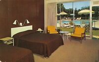 Postcard Howard Johnson's Motor Lodge in South Bend, Indiana~125229
