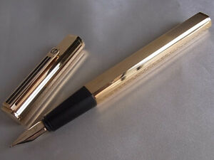 Dunhill Gemline Classic Dress Fountain Pen Black Lines Clip