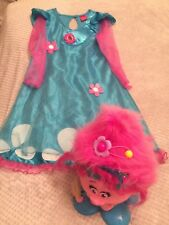 "A STYLING TROLLS HEAD AND DRESSING UP DRESS BY ""DREAMWORKS"""