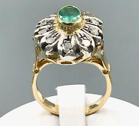 Anello in oro giallo 18 kt con diamanti da 0.20 ct e smeraldo