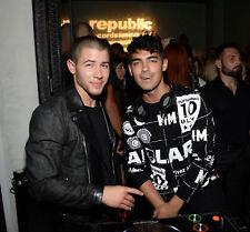 GLOSSY PHOTO PICTURE 8x10 Joe And Nick Jonas Posing For Photo