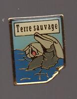 Pin's magazine terre sauvage / dauphin