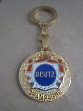 K01-01 - champagne DEUTZ keychain - French wine - Ø 3,2 cm