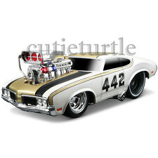 Maisto Muscle Machines 1970 Oldsmobile 422 1:24 Diecast Model Car 35236 White