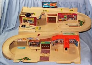 Vintage 1979 HOT WHEELS  Sto- N-Go  Service Center - NICE!