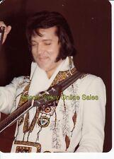 (D) ELVIS PRESLEY - 1976 Anaheim CONCERT Candid Color Photo Len Leech