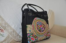 Canvas shoulder bag with embroidery pattern