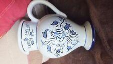 pichet fleurs bleues, faiëncerie Bernard, NEVERS, ht 17 cm