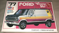 AMT 1977 Ford Cruising Van 1:25 scale model car kit new 1108