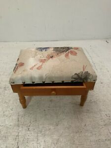 Small Foot Stool USED Good Condition (R7)