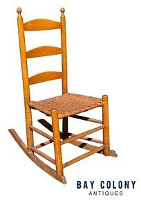18TH C ANTIQUE QUEEN ANNE TIGER MAPLE LADDER BACK ROCKING CHAIR W SPLINT SEAT