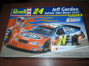 #24 JEFF GORDON DuPont 2003 Monte Carlo model kit--NIOSB
