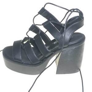 Scarpe donna platform con stringatura particolare moda glamour fondo doppio anti