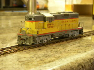 Genesis HO scale Union Pacific GP9 #182 G62626 DCC/Sound - Never Used