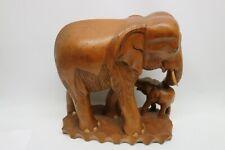 Handgeschnitzter Elefant mit Kleinem Elefant Holzskulptur