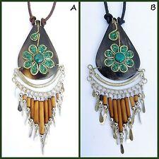 Modeschmuck-Halsketten aus Leder mit floralen Themen