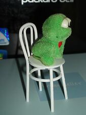 VINTAGE SMALL DOLLS HOUSE NOVELTY TOY FROG ON A WHITE METAL CHAIR.