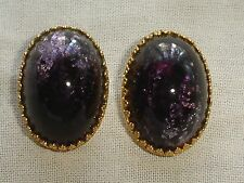 Vintage Carnegie Oval Deep Frosted Purple Stone in gold tone metal (Signed)