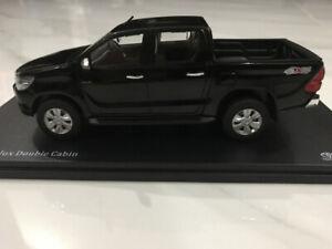 1/32 Diecast Toyota Hilux Double Cabin - Black