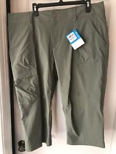 New With Tags Women's Columbia Capris Size 18. Light Olive Green / Active Fit.