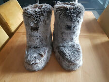 Beautiful Fluffy Bootie Slippers Size 7 by Animal Only Worn A Few Times
