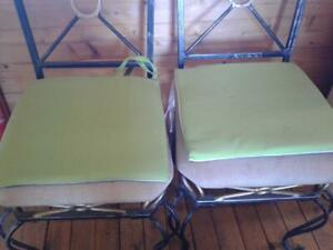 Indoor/outdoor bright green seat cushions