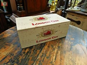 LONDON GIN STORAGE BOX. Nice quality lined wooden box. Great Gift. Size L