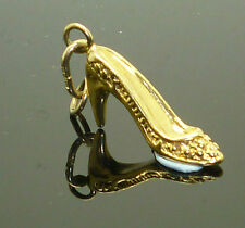9ct Yellow Gold Shoe Charm / Pendant with Engraved Detail with bale attached