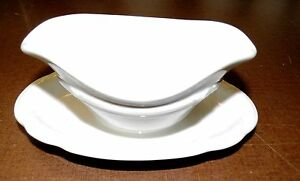 Bauscher Wicker Porcelain: Small Sauce Boat White With Wrap-Around Wreath