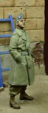 D-day Miniature 1:35 US Para Officer in Trench Coat German 1945 Figure Kit 35078