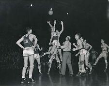 U S A c. 1950 -Joueurs de Basket-ball  Mise en Jeu Ballon - GF 548