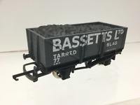 Wrenn W5074 OO Gauge 5 Plank Open Wagon Bassetts Tarred Slag