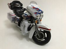 2011 Harley Davidson FLHTC Ultra Classic Electra Glide 1/12 DCP Motorcycle