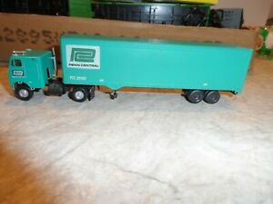 ATHEARN HO SCALE TRACTOR AND BOX TRAILER PENN CENTRAL