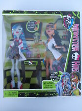 MONSTER HIGH DOLL - MAD SCIENCE LAB PARTNERS Ghoulia Yelps & Cleo De Nile -BOXED