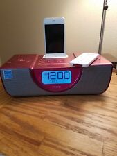 White 8G Apple Ipod with Pink ihome