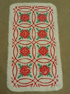 Cottage! Vintage Chenille BATH Mat Rug White w/Red & Pink Rose's w/Green Leaves