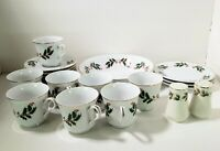 Christmas Holly Fine China Set of 8 Dinner Plates, cups, Saucers Gold Trim JAPAN