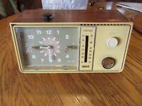 Vintage Clock Radio RCA Model RZD412R  ''Taiwan''