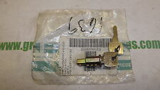 Land Rover.Lucas lock/barrel assembly. With 2 keys.Genuine Lucas.54316731
