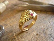 Bague or tête de lion Simba avec rubis dans la gueule