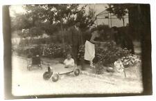Photo Ancienne Années 20. Enfant sur Voiture à pédales.