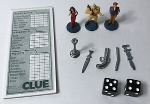 '02 Clue Game Board Replacement Pieces Lot Of 3 Movers Clue Pad 2 Dice 5 Weapons