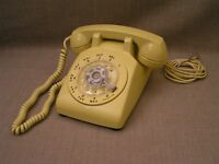 Vintage Bell System Western Electric Yellow Rotary Dial Table Telephone - Tested